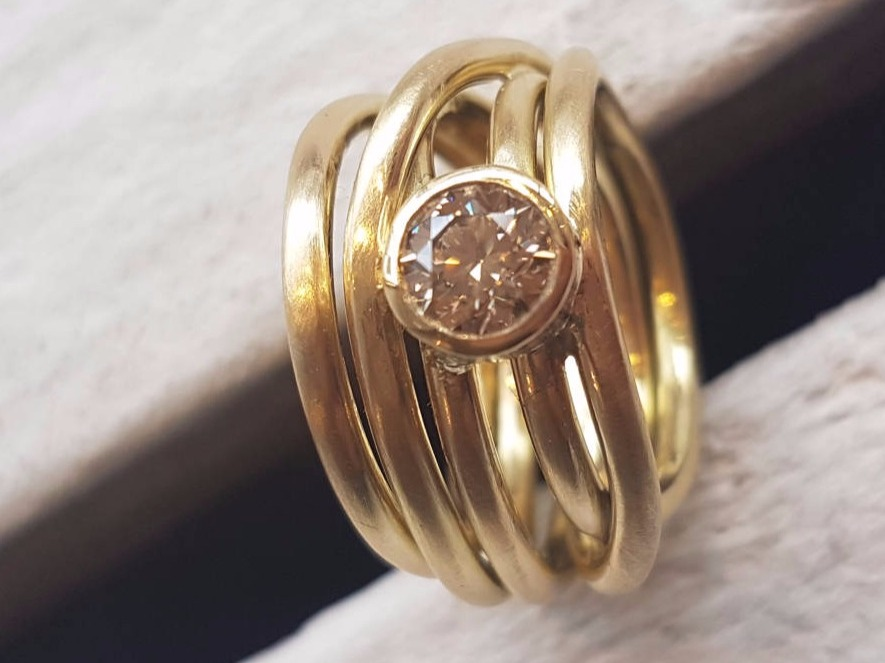 Ring Gold Edelstein by Mondstein